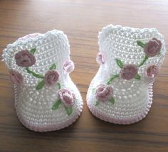 These cute little boots will be a great addition to any baby girl wardrobe. Made with a blend cotton&acrylic yarn. Decorated with tiny crochet roses and embroidered leaves.  Please note these booties are Made to Order. Please indicate the size required in the message to seller when purchasing. If a size is not indicated, size 3 months will be shipped.  0 months - 3 (7.5 cm) 3 months - 3.5 (9 cm) 6 months - 4.0 (10 cm) 12 months - 4.5 (11.5 cm) Allow 6-7 days before shipping custom orders…