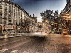 La Gran via de #Barcelona a les 8 del matí i pràcticament deserta? #cosesinexplicables #city #Bcn #architecture #street #igersbcn #instagram #instacool #instaday