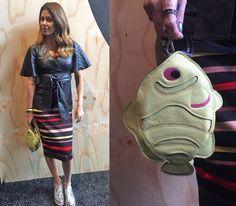 Outra bolsa e look A. Brand! A consultora de estilo Caca Duarte escolheu a de peixe da marca