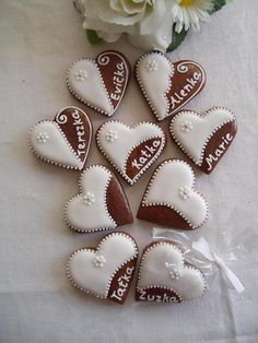 Valentine Cookie Decorating Inspiration nice alternative to cards :), or as place cards for the high tea My Sweet Valentine, Valentines Day Cookies, Valentine Cookies, Christmas Cookies, Heart Cookies, Iced Cookies, Sugar Cookies, Peach Mint Wedding, Delicious Cookie Recipes