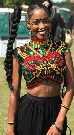 Movement of Jah People at ✊🏼✊🏽✊🏿✊🏾 Our favorite RASTA looks from Afro Punk Afro Punk Fashion, Boho Fashion, Black Girls Rock, Black Girl Magic, African Beauty, African Fashion, African Face Paint, Hair Afro, Bohemian Mode
