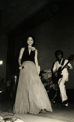vintage everyday: Teresa Teng, the Iconic Asian Singer – Stunning Vintage Photos of This Talented Taiwanese Diva in the 1970s