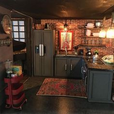 Miniature kitchen By Allieshouse. Another incredibly convincing one! Miniature Dollhouse Furniture, Miniature Rooms, Miniature Kitchen, Modern Dollhouse, Miniature Houses, Dollhouse Miniatures, Mini Kitchen, Wooden Kitchen, Industrial Decor