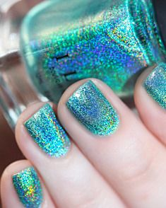 Luftaufnahme – Aquamarine Ultra Holographic Nagellack von ILNP, You can collect images you discovered organize them, add your own ideas to your collections and share with other people. Diy Nails, Cute Nails, Pretty Nails, Garra, Mermaid Nails, Little Mermaid Nail Art, Tattoo Mermaid, Mermaid Art, Holographic Nail Polish