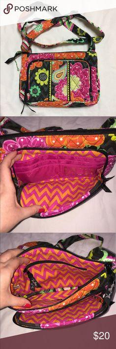 1345f919d60b Vera Bradley Cross Body Purse Vera Bradley Cross Body purse. In very good  condition!