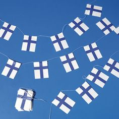 Flags of Finland on Strings - Paper Flags of Finland on strings - 2 per package Made in Denmark Used as garland to decorate a Christmas tree. Garland of Finland Flags
