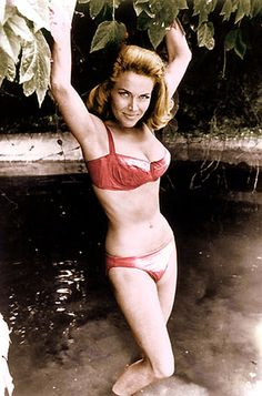 Bond Girl Honor Blackman aka Pussy Galore