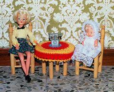 """Sindy. Catálogo 1974. Modelo Verbena. Ref. 602. Para salir en las noches de verbena, y celebrar con alegría el juego de """"la noche alegre"""", con fuegos de artificio y golosinas. Barriguitas con traje de Bautizo."""
