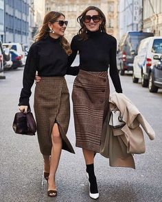 Street style outfit fashion week mode plaid pencil skirt - See Pic Mode Outfits, Office Outfits, Skirt Outfits, Fashion Outfits, Womens Fashion, Fashion Fashion, Fashion Black, Sweater Skirt Outfit, Trendy Fashion