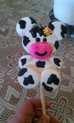 Marshmallow POP cow. Marshmallows Decorados, Cute Marshmallows, Recipes With Marshmallows, Marshmallow Crafts, Marshmallow Frosting, No Bake Cake Pops, Kids Food Crafts, Candy Kabobs, Candy Trees