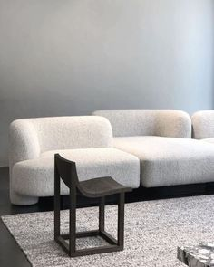 Home Decoration Ideas For Wedding Sofa Furniture, Modern Furniture, Furniture Design, Interior Rugs, Interior Decorating, Interior Design, Occasional Chairs, Living Room Chairs, Sofa Design