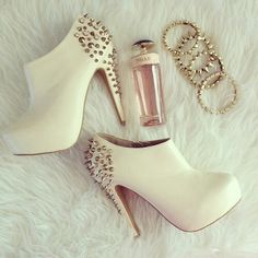 Studs shoes ♥
