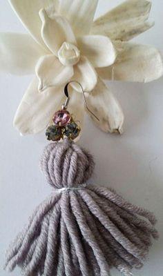 NANA MERINO Wool Tassels Earrings – Orecchini con nappa in 100% lana merinos con elementi swarovski