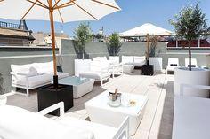 El Hotel Inglaterra, el primer Hotel Boutique de Barcelona, ha conseguido, de la mano de Hotel Majestic 5* Gran Lujo, la excelencia de servicio que sólo aportan más de 90 años de experiencia acogiendo a los viajeros más exigentes.