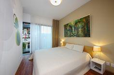 Spálňa s terasou Home And Living, Bedroom, Furniture, Prague, Home Decor, Decoration Home, Room Decor, Bedrooms, Home Furnishings