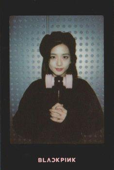 el shippeadorneitor Lisa, Forever Young, South Korean Girls, Korean Girl Groups, Living Barbie, Blackpink Members, Blackpink Photos, Blackpink Jisoo, Kim Jennie