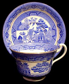 cuppa tea This is a pretty Royal Grafton, England cup and saucer in their version of the Willow or Blue Willow pattern made in the with gold trim. The bone china cup is inches high sa Blue Willow China, Blue And White China, Blue China, China China, Tea Cup Saucer, Tea Cups, Earl Grey Cookies, Willow Pattern, Cuppa Tea