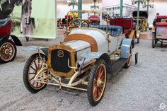 #Delahaye #Type28A à la #Cité de l'#Automobile, Collection #Schlumpf, de #Mulhouse. Article original : http://newsdanciennes.com/2015/07/16/on-a-teste-pour-vous-la-collection-schlumpf/ #Cars #Museum #Voiture #Ancienne #Classic