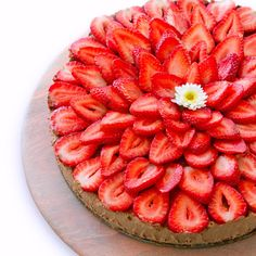 The Plantpower Way: Strawberry Mint Cacao Cheesecake - Bake and Destroy Plant Based Nutrition, Plant Based Diet, Plant Based Recipes, Strawberry Cheesecake, Strawberry Recipes, Cheesecake Recipes, Gluten Free Desserts, Healthy Desserts, Healthy Treats