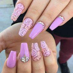 Punta coffin lila con dos dedos transparentes para lucir las rosas de gel