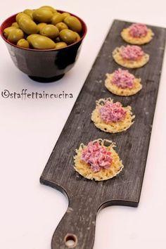 Cialde di parmigiano con spuma di bresaola