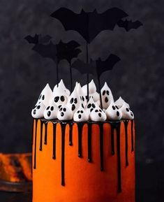 Isnt this the cuuuutest halloween cake? Love it Kay Little. Isnt this the cuuuutest halloween cake? Love it Kay Little. The post Isnt this the cuuuutest halloween cake? Love it Kay Little. appeared first on Halloween Cake. Halloween Donuts, Halloween Desserts, Buffet Halloween, Hallowen Food, Bolo Halloween, Halloween Torte, Pasteles Halloween, Halloween Tags, Halloween Food For Party