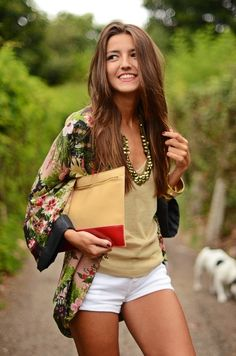 Adorable fashion look, white short, cute floral and necklace for ladies