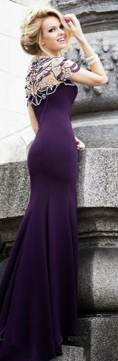 And elegant pearls maxi gowns, evening dresses, plum prom dresses, dress pr Fall Dresses, Elegant Dresses, Pretty Dresses, Prom Dresses, Dress Prom, Wedding Dresses, Unique Formal Dresses, Dresses 2016, Long Dresses