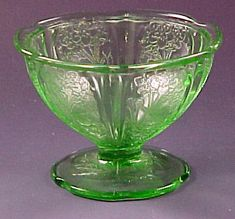 Cherry Blossom Green Depression Glass Sherbet Maker: Jeannette Date Produced: 1930 to 1939 Colors: Pink, green, Delphite (opaque blue), and a little jadeite, clear and red. Antique Glassware, Antique Bottles, Vintage Bottles, Fenton Glassware, Vintage Perfume, Cut Glass, Glass Art, Art Vintage, Vintage Dishes