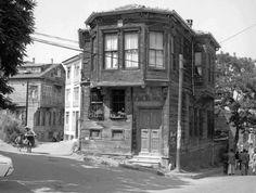 Doğancılar caddesi -Mithat Paşa Kız Meslek Lisesi karşısındaki ev