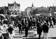 """""""Lövmarknad"""" (Leaf market) on the town square in Karlskrona. Unknown photographer."""