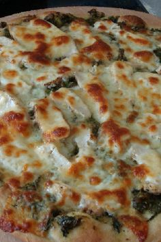 Chicken Pesto Pizza http://www.kitchme.com/recipes/chicken-pesto-pizza