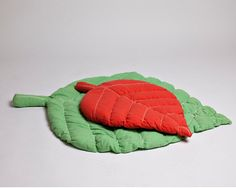 Quilted leaf baby play mat