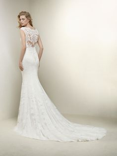 Wedding dress with sensual V-neck - Drusila - Pronovias | Pronovias