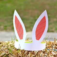 A cute paper plate easter bunny hat easter classroom crafting make these simple and adorable paper bunny ears perfect for egg hunting and bunny hopping fun tutorial and printable template included use pink gingham pronofoot35fo Images