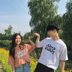 Ulzzang Korean Girl, Ulzzang Couple, Cute Couples Goals, Couple Goals, Korean Couple Photoshoot, Cute Couple Outfits, Sister Photos, Couple Photography Poses, Fashion Couple