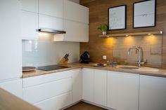 cuisine-moderne-bois-chêne-spots-encastres-plan-travail-armoire-rangement
