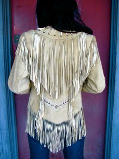 Every Since I first saw Wild Hearts Can't be Broken I've wanted a jacket like this! very Cher, Indian-esque. fabulous, light-colored tan suede, fully fringed, front and back. Cowgirl Chic, Western Chic, Cowboy And Cowgirl, Cowgirl Style, Boho Fashion, Vintage Fashion, Womens Fashion, Bohemian Style, Boho Chic