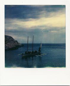 Yole - Anse de la maronaise #Marseille #Goudes #mer #bateau #Yole #rame #hiver #polaroid / www.marseillepolaroid2013.com
