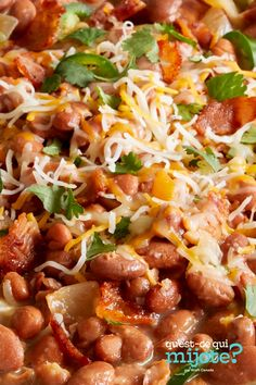 Haricots à la mexicaine au fromage #recette Bean Recipes, Home Recipes, Charro Beans, Bacon, Mexican Cheese, Mexican Food Recipes, Ethnic Recipes, Nutrition, Recipe Please