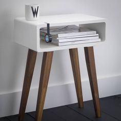 Best Retro Side Table Designs For Classic Living Room Decor - Table Furniture, Cool Furniture, Modern Furniture, Furniture Design, Tall Side Table, Wooden Side Table, Retro Side Table, Design Garage, Classic Living Room