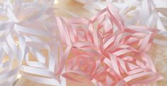 DIY: fabriquer des flocons de neige en papier, étoiles.
