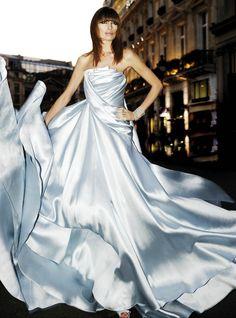 Elie Saab via ru_glamour: Haute Couture by Mario Sierra. Elie Saab, Emilio Pucci, Beautiful Gowns, Beautiful Outfits, Mode Glamour, Haute Couture Fashion, Couture Dresses, Dream Dress, Nice Dresses
