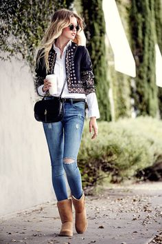 That cropped-jacket-suede boot combo makes going boho for fall look easy. #refinery29 http://www.refinery29.com/2015/11/97364/rachel-zoe-ugg-boots#slide-1