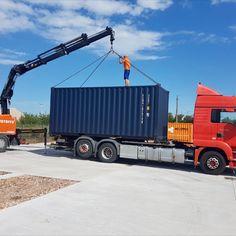 II Neue MO.SPACE Seecontainer eingetroffen II Wieder ist bei uns ein neues Lot in div. Blau- und Grautönen eingetroffen. Prompt verfügbar zu einem TOP-Preis. Gerne liefern wir den Seecontainer auch zu eurem Wunschort.  Mehr Informationen zum MO.SPACE Seecontainer: www.mospace.at/container-kaufen/seecontainer-mit-spezialverriegelung/ Trucks, Vehicles, Places, Blue, Truck, Car, Vehicle, Tools