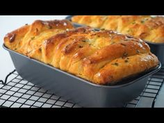 Garlic And Scallions Cheese Bread Pull Apart - YouTube Pull Apart Cheese Bread, Pull Apart Garlic Bread, Make Garlic Bread, Homemade Garlic Bread, Garlic Cheese Bread, Loaf Recipes, Side Dish Recipes, Cooking Recipes, Turkish Pide Bread Recipe
