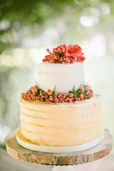 A holiday inspired wedding cake: http://www.stylemepretty.com/little-black-book-blog/2014/12/22/boho-chic-winter-wedding-inspiration/ | Photography: Anna Roussos - http://www.annaroussos.com/