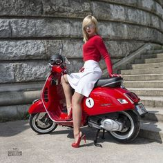 all is red...............:: Lambretta Scooter, Scooter Motorcycle, Vespa Scooters, Vintage Vespa, Vespa Girl, Scooter Girl, Italian Scooter, Chicks On Bikes, Motor Scooters