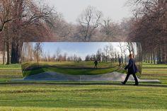 Anish Kapoor(1954) C-Curve (2007), roestvrij staal, 220 x 770 x 300, Kensington Gardens