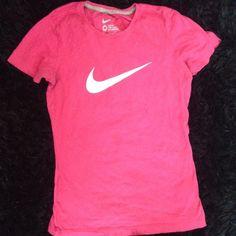 Pink Nike Tshirt Pink Nike tshirt with the Nike symbol in white Nike Tops Tees - Short Sleeve